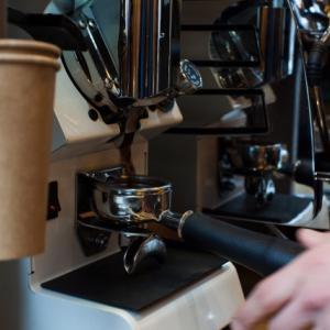 自宅の「おうちカフェ」で本格的に本物のエスプレッソが飲める方法に関して考察