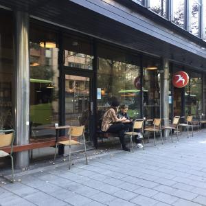 オスロにあるカフェ「(元祖)FUGLEN」