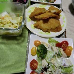 チキンカツと蒸し鶏サラダ