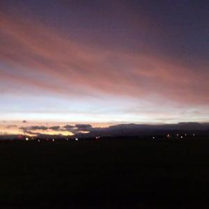 日の出前の空は綺麗ですネ!