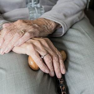コロナ回復の100歳女性が会見