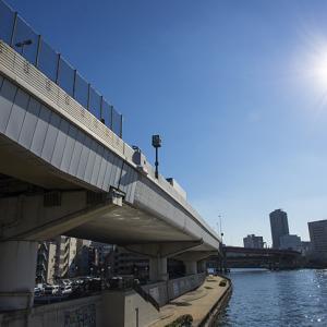 【社会】首都高から車が転落し隅田川に 20代男性1人死亡