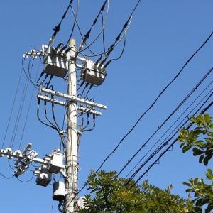 【秋田】屋根の修繕作業をしていた男性が電線にもたれかかっているのを通報される・大仙