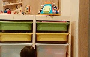 Room1:オシャレで収納力抜群。IKEAの収納BOX「トロファスト」をおもちゃ箱に!