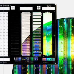 ASMLは半導体製造のオンリーワン技術を持つ。半導体不足が与える株価の今後
