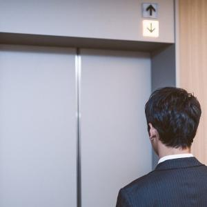 どうする!?エレベーターの落下事故から生還する方法を徹底考察!