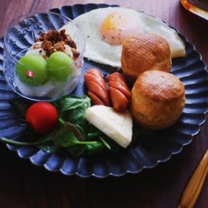 ホットビスケットにメープルたらりな朝食