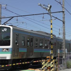 最新鋭の特急と、お古の普通列車が混在する中央東線