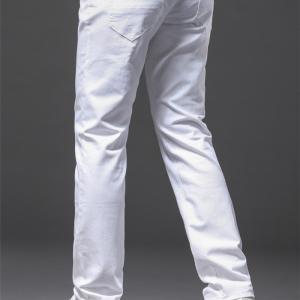 女も男も30代後半からはホワイトジーンズが似合うオトナになりたい 着こなしポイント
