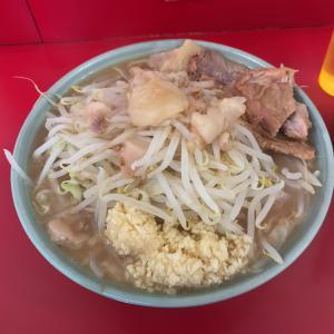 [二郎 新宿歌舞伎町店] 自家製の縮れ麺が食べられるいろんな人が集う歌舞伎町の二郎。ルールとレビューを!