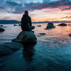 「ゼロ秒思考」で世の中の不満や不安に対する答えを自分の中で作っておくストレス解消法