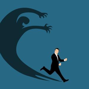 【警告】残業前提のおかしい会社の将来はやばい!理由と解放される方法は?