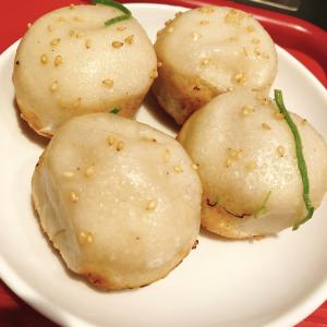 【大阪絶品中華】勢い良すぎ!熱々の肉汁ビームを放つ小籠包が食べられる「弄堂 生煎饅頭」へ