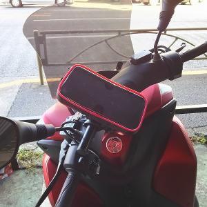 トリシティにスマホ用ポーチを装着、地図アプリをナビ代わりに使用