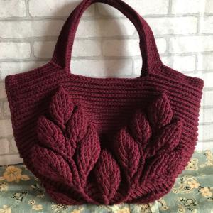 リーフ柄の引き上げ編みバッグ