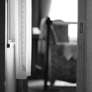 小部屋ぐらしの現代版奴隷