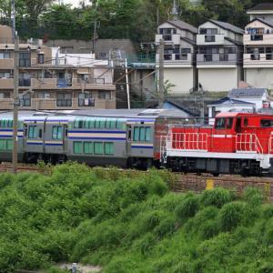 [甲種輸送]DD200が牽引するE235系グリーン車