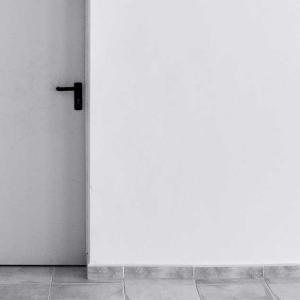 リクシル玄関ドアの電池を充電池に自己責任で交換