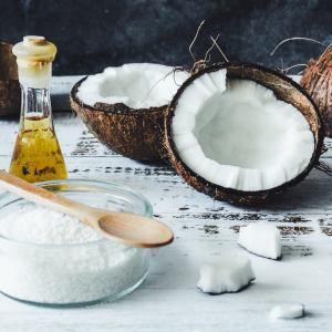 いつもの油を変えてみよう!ダイエット効果あり!?ココナッツオイルについてまとめてみた!