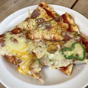 シェーキーズ壺川店でピザのランチバイキングをしてきた。