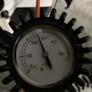 タイヤ空気圧の入れ方【注意点も解説します。】