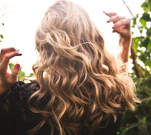 アメリカ 抜け毛・薄毛にも効果 美しい髪になるシャンプー