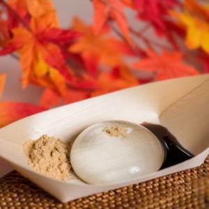 和菓子【水まる餅】について。透き通るような見た目で涼しさを感じる。ギフトにも良さそうな和菓子。