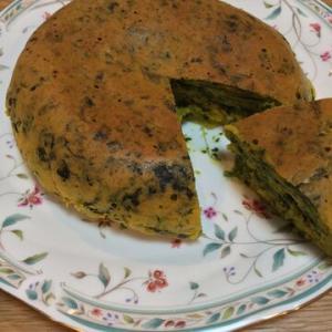 「ホットケーキミックスでほうれん草かぼちゃの炊飯器ケーキ」野菜が多すぎるとぺちゃっとする