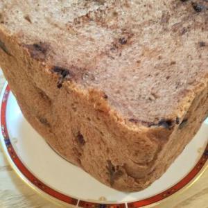 「ホームベーカリーでチョコチップ食パン」純ココアのビターな香りが良い