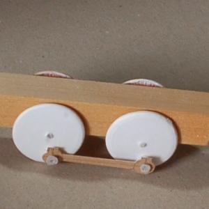 牛乳瓶のフタで工作 (鉄道模型)