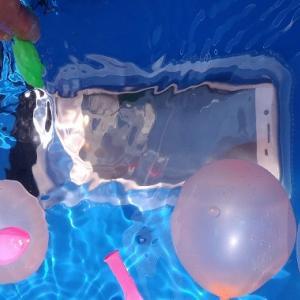 iPhoneやAndroid端末を防水ケースで使ってみる。浸水しても安心です!