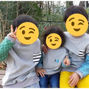 3兄弟おそろいの冬服を作る。裏起毛ニットとキルトニットを使って,ふわふわあったかいプルオーバーができました!トーマス刺繍いり☆