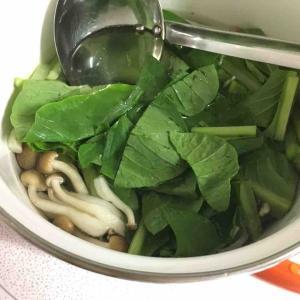 今日もまた「小松菜としめじ」のお味噌汁