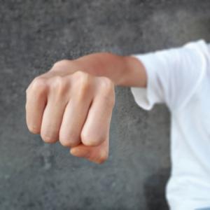 4歳になって暴力的になってきた我が家の息子の様子と対応方法