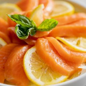 さっぱり美味しい!サーモンと玉ねぎのレモンサラダのレシピ・作り方