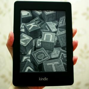 【実体験】KindleユーザーによるKindle Paperwhiteのメリット4選・デメリット2選