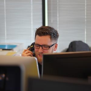 【仕事が進まない解消】電話対応の時間を減らすコツ3つ【仕事効率化】
