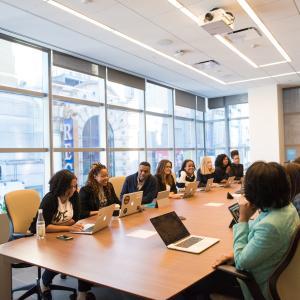【時間短縮】会議運営効率化のコツ5選と無駄な会議の特徴3つ