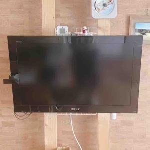 ダイソー&ホムセンで!小さい子どもがいてもストレスフリー。簡単DIYで安全すっきりなテレビのリビングレイアウト。