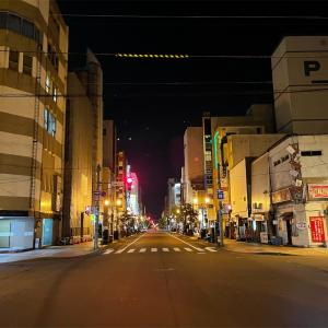 緊急事態宣言下の繁華街 無人の旭川市サンロク街