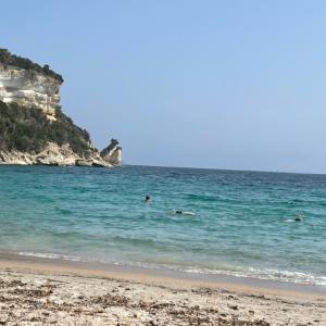 やっと晴れてくれました!コルシカの海からボンジュール!