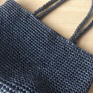 ビニール紐のバッグ編み終わりました。