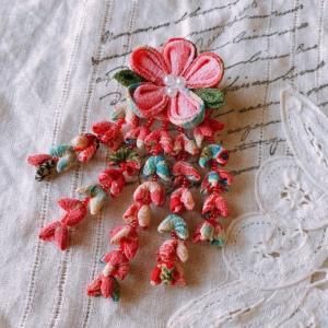 つまみ細工  花のシャワーブローチ