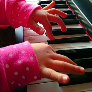 【パパママ必見】ピアノはいつから習わせるべき?メリットも紹介!