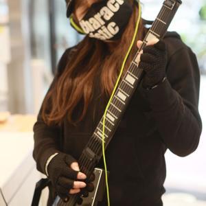 「Jammy G」分解可能な高機能ポータブルMIDIギター!