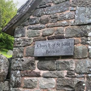 聖イッスイ教会: ウェールズ