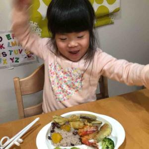ご飯に集中できないのは、おもちゃのせい?うすうす気づいていたけれど…