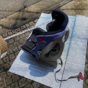 一度も洗ったことのない5年使ったチャイルドシートをジェット噴射で丸洗い!