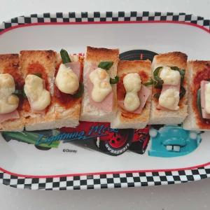3歳 朝食ピザトーストで野菜を食べさせる