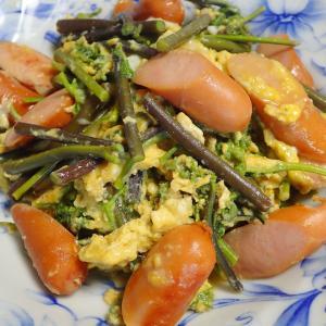 時短でささっと美味しく ワラビとソーセージの卵とじ